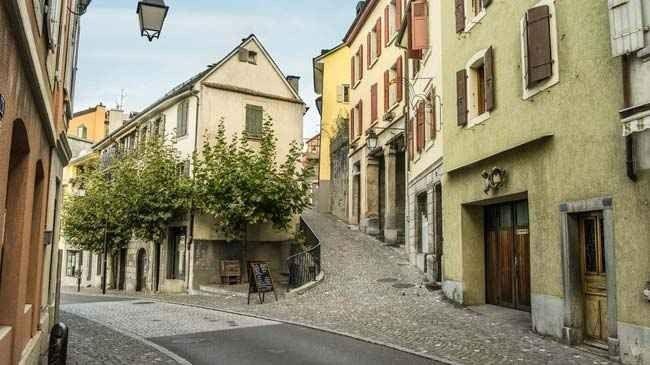 """"""" المدينة القديمة Old Town """" ..افضل اماكن السياحة في مونترو .."""