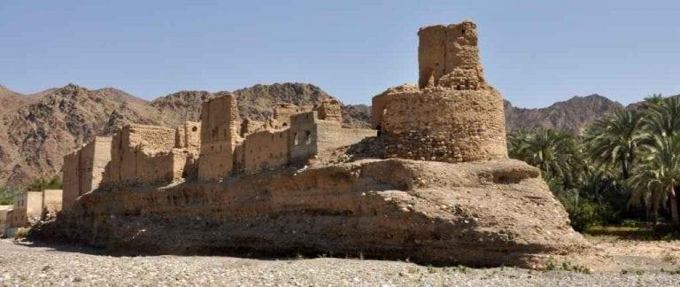 """"""" حصن الحوقين Fort Al Hawqayn """" .. أهم اماكن السياحة في الرستاق .."""