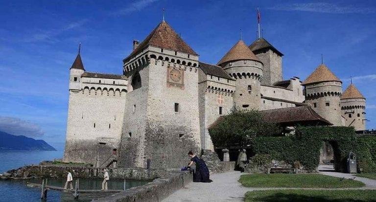 """ قلعة شاتو دو شيون Chateau de Chillon "" .. اهم معالم السياحة في مونترو .."