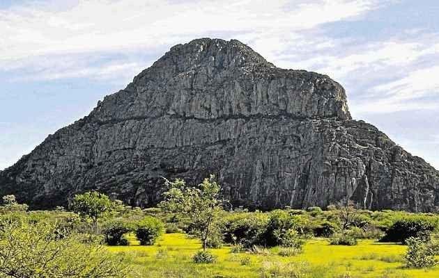 """"""" مرتفعات تسوديلو Tsodilo Hills """" .. أهم اماكن السياحة في بوتسوانا .."""