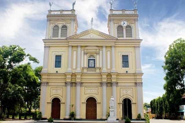 """كنيسة """"مريم العذراء"""" ..افضل اماكن السياحة في نيوجمبو.."""