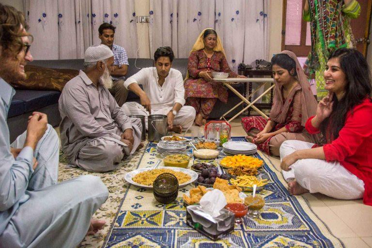 - عادات وتقاليد الطعام فى باكستان..