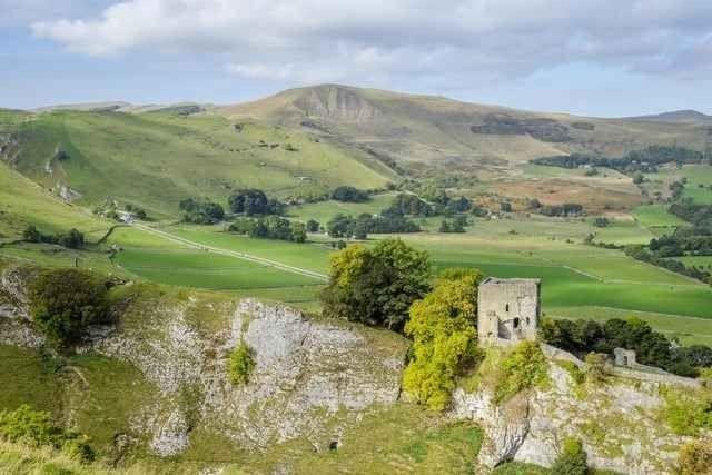 """"""" قلعة بيفريل Peveril Castle """" .. اهم معالم السياحة في مدينة شيفيلد .."""