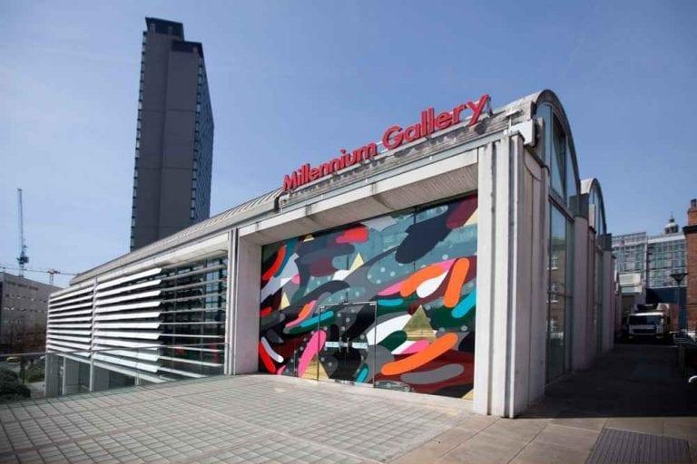"""الاماكن السياحية في مدينة شيفيلد .. """" معرض ميلينيوم Millennium Gallery """" .."""