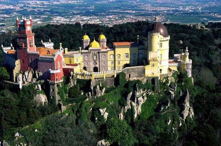 """"""" قصر دا ريجاليرا""""..واحدا من أهم اماكن السياحة في سينترا البرتغال.."""