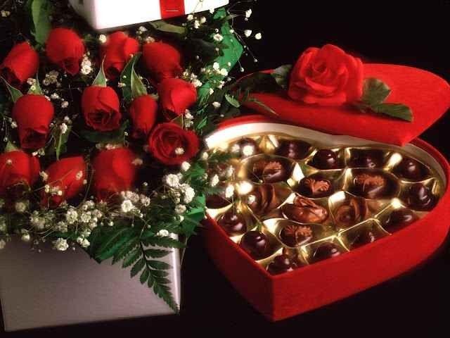 تقديم الزهور والشيكولا كهدية في العزومات