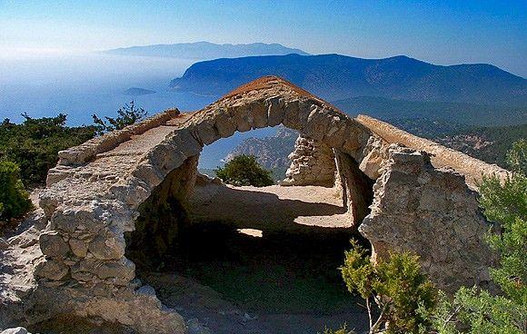 قلعة مونوليثوس