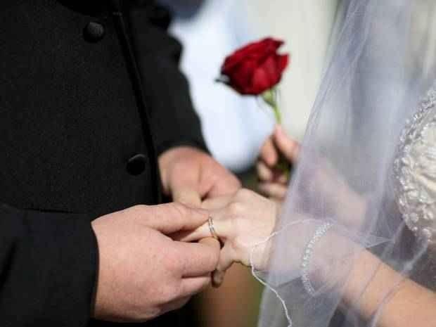 """""""خاتم الخطوبة""""..واحدا من أشهرعادات وتقاليد الزواج فى امريكا.."""