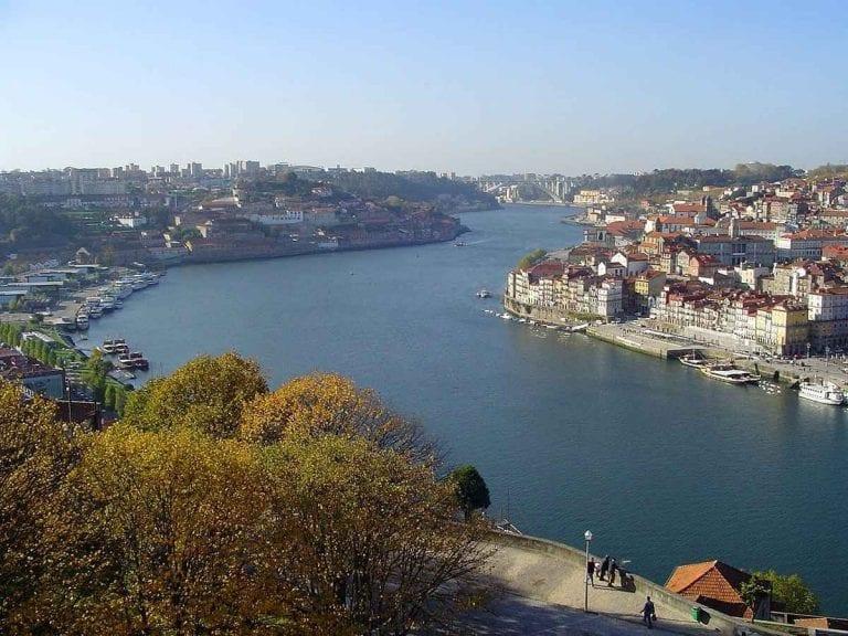 """""""نهر دورو""""..واحدا من أجمل معالم السياحة في بورتو البرتغال .."""
