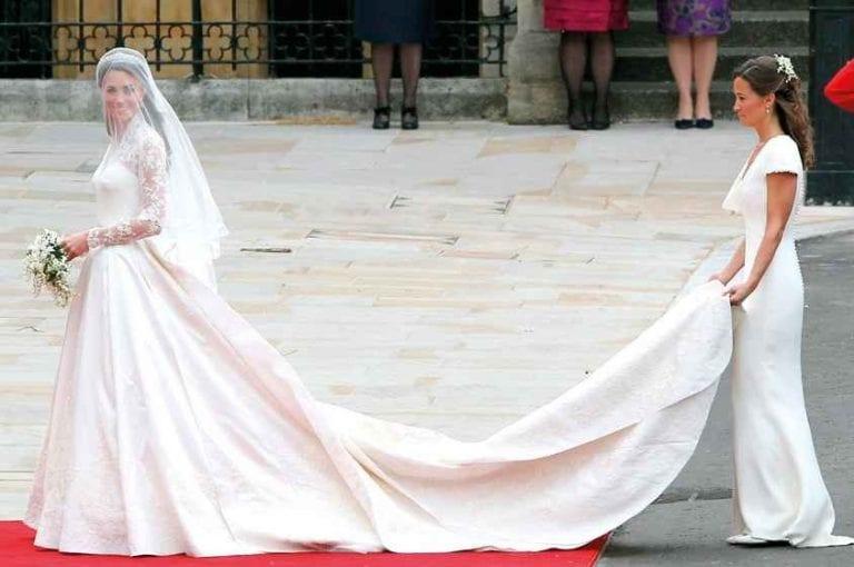 """""""الأزرق"""" فى فستان العروس يضمن لها حياة زوجية سعيدة.."""