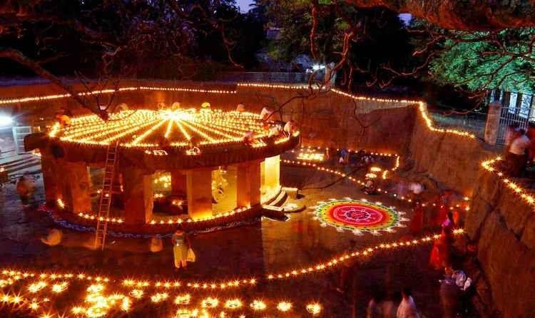معبد كهف باتاليشوار - السياحة في بونا الهند Puna India