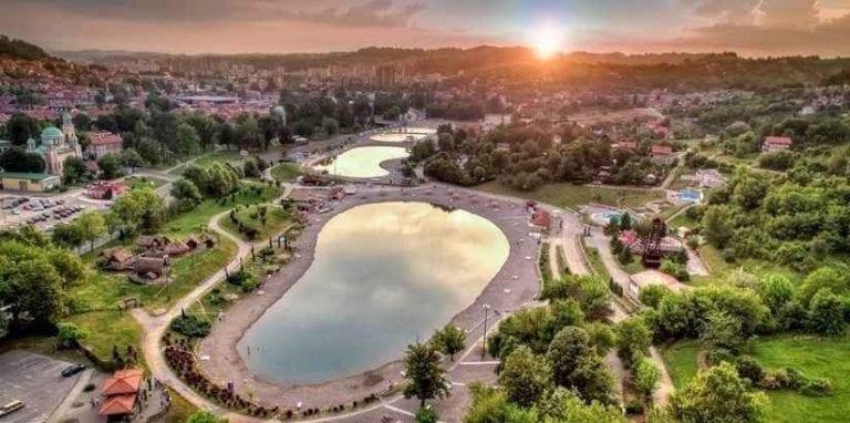 """الاماكن السياحية في قيصري .. """" بحيرة بالاس توزلاLake Palace Tuzla """" .."""