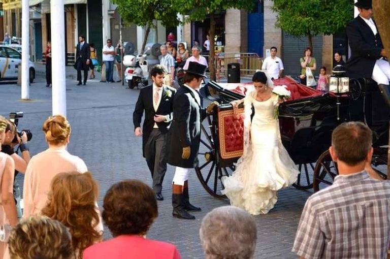 """""""تقديم الهدايا"""" لوالد العروس..واحدا من أهم عادات وتقاليد الزواج فى أسبانيا.."""