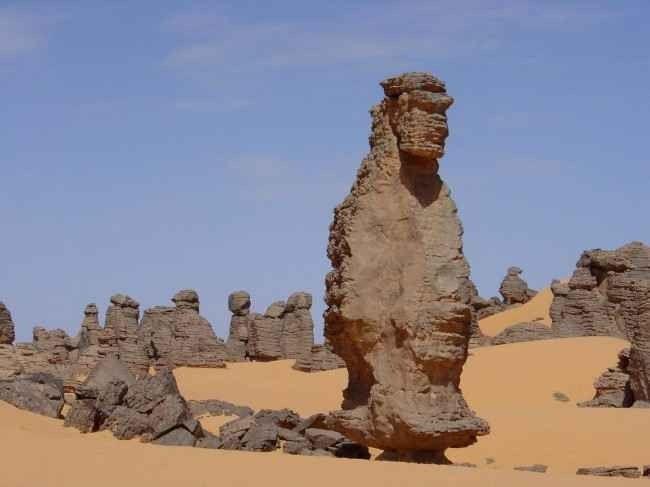 """""""المواقع الأثرية""""..أفضل معالم السياحة في مدينة جانت الجزائرية.."""