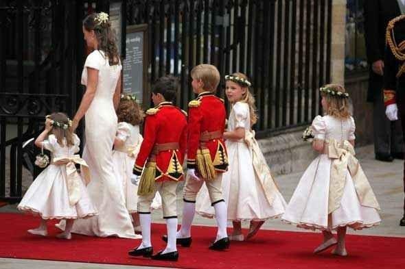 """""""الزهور """" فى فستان العروس.. واحدة من أهم عادات وتقاليد الزواج فى بريطانيا.."""