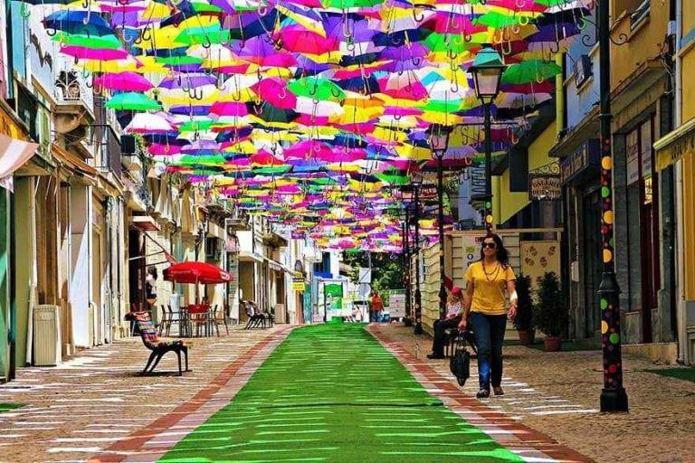 مهرجان المظلات .. أجمل تقاليد البرتغاليين ..