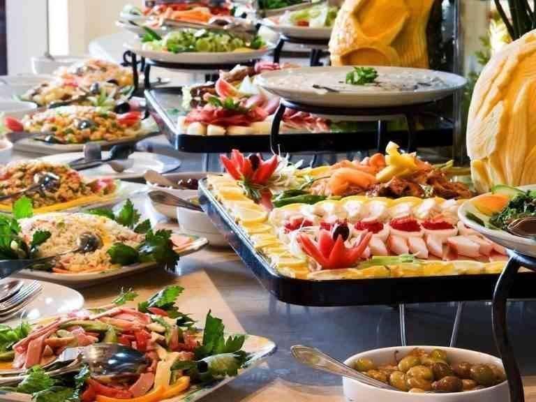 """""""مائدة الزفاف""""..واحدة من أهم عادات وتقاليد الزواج في روسيا.."""