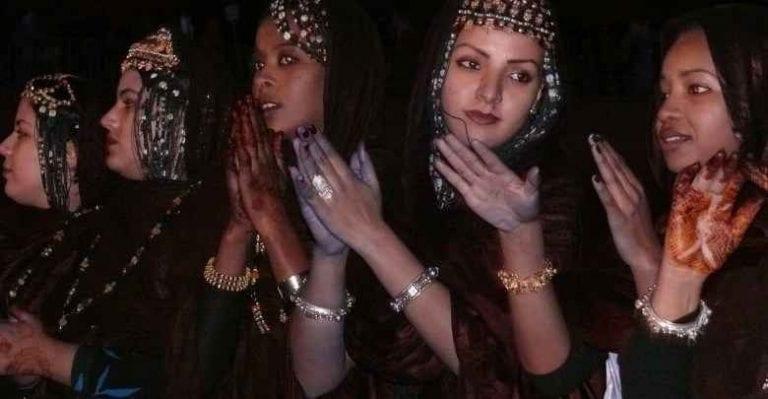 """""""الأسود""""...الزى المناسب للمناسبات والأفراح فى موريتانيا.."""