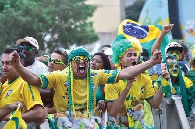 العادات والتقاليد البرازيلية تربط بين كرة القدم والدين ..
