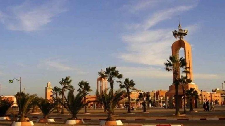 السياحة في مدينة العيون المغربية Laayoune - ساحة العيون