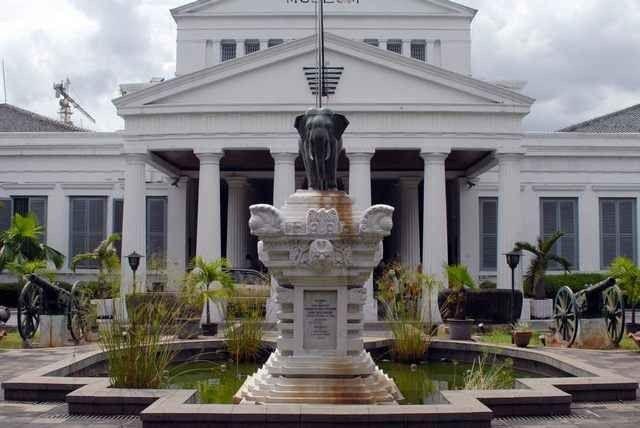"""- اليوم الرابع """" متحف إندونيسيا الوطنى -برج موناس جاكرتا """" .."""