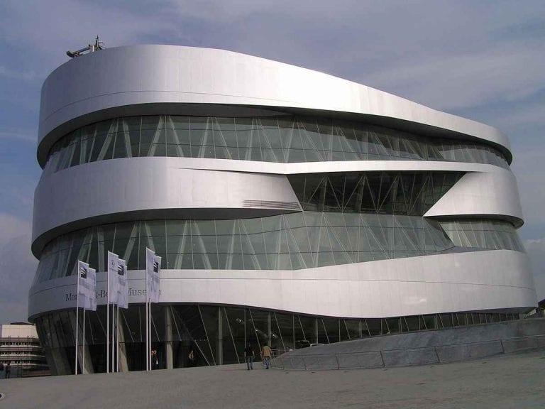"""اليوم الثالث زيارة """" متحف مرسيدس - متحف بورش """" .."""