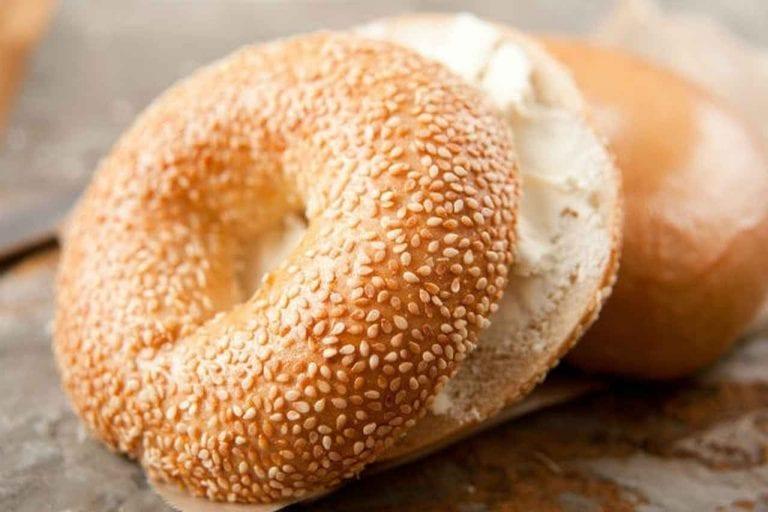 خبز البيغل .. الأكلات المشهورة في نيويورك New YOurk ..