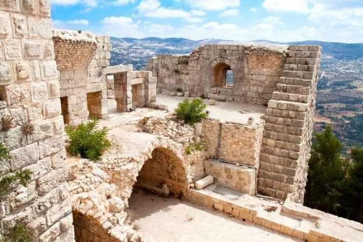 """"""" قلعة عجلوان Ajloun Castle """".. اهم معالم السياحة في عجلون الاردن .."""