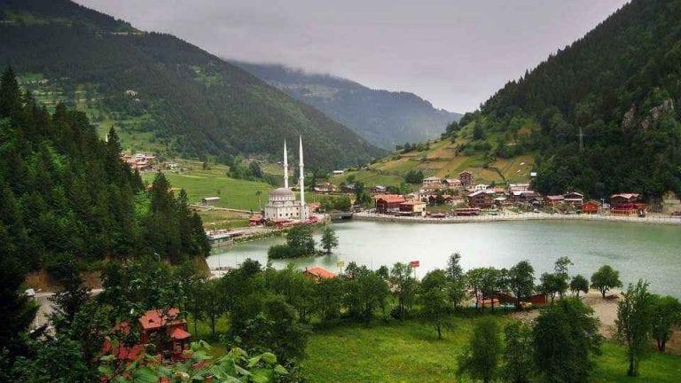 قرية وبحيرة أوزنجول