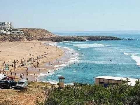 شاطئ أشقار