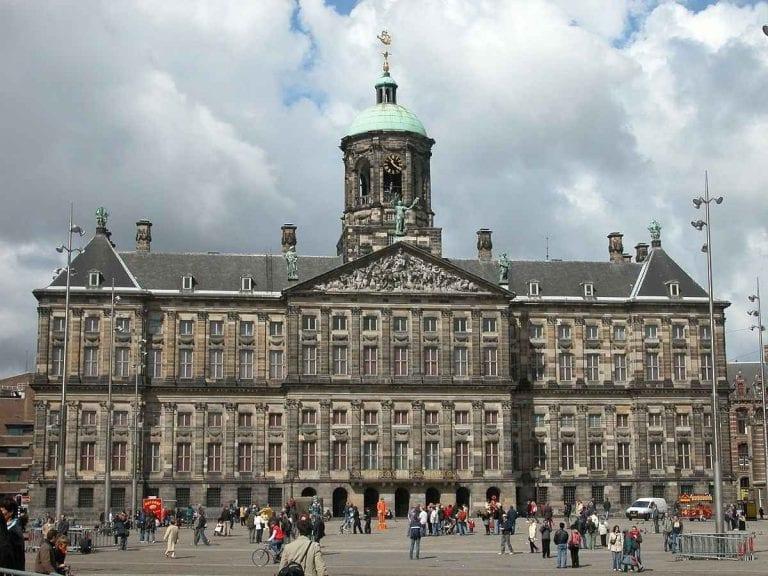 ( أمستردام – القصر الملكي)