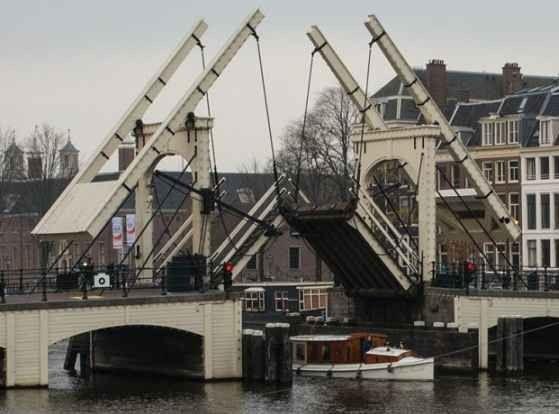جسر ماجيري أو الجسر الضيق