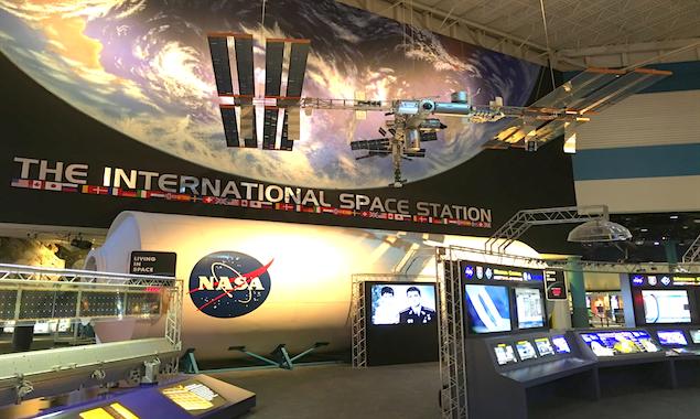 مركز ناسا للفضاء بهيوستن