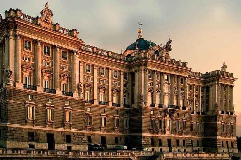 """- اليوم الأول """" القصر الملكى - حدائق ساباتينى """" .."""