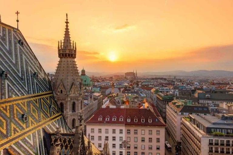"""- اليوم """" الأول و الثانى و الثالث """" .. زيارة مدينة فيينا .."""