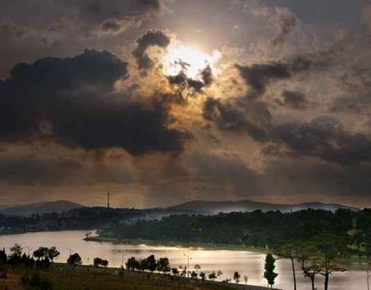 """"""" بحيرة شوان هونغXuan Huong Lake """" .."""