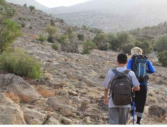 التمشية والتجول في جبل شمس بسلطنة عمان..