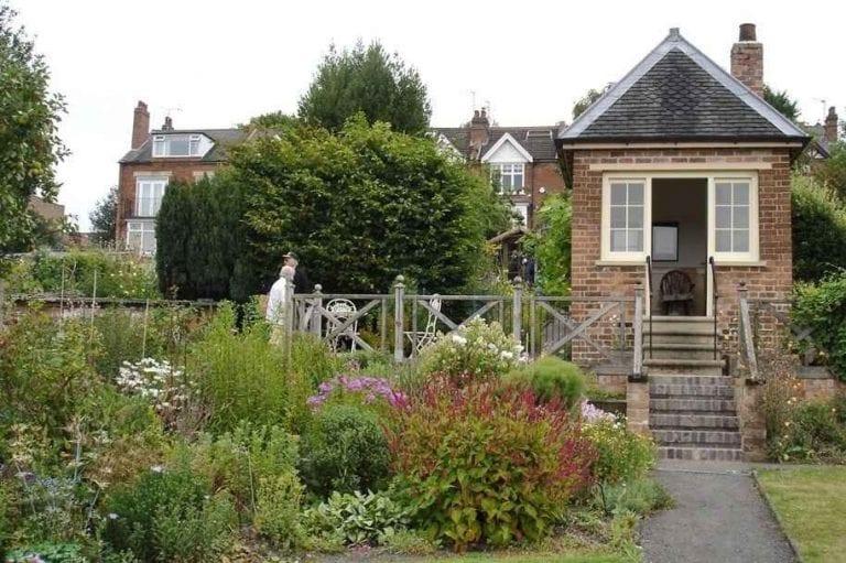 حدائق هيل كلوHill Close Gardens