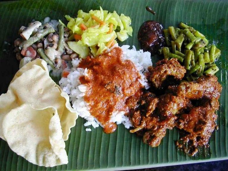 ورقة الموز - الأكلات المشهورة في ماليزيا Malaysia