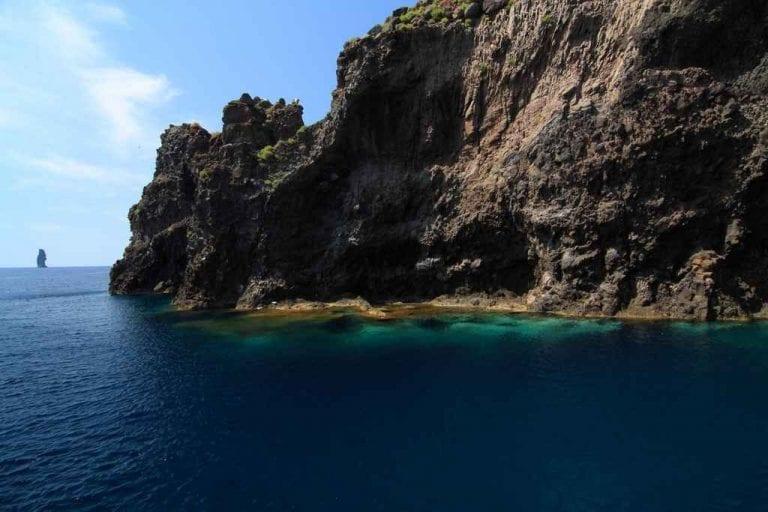 """جزيرة """"بانتيليريا"""" ..واحدة من أهم اماكن السياحة في إيطاليا.."""