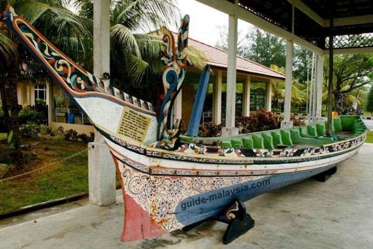 """"""" متحف تانجونج بالاوtanjung balau fishermen museum """" .."""
