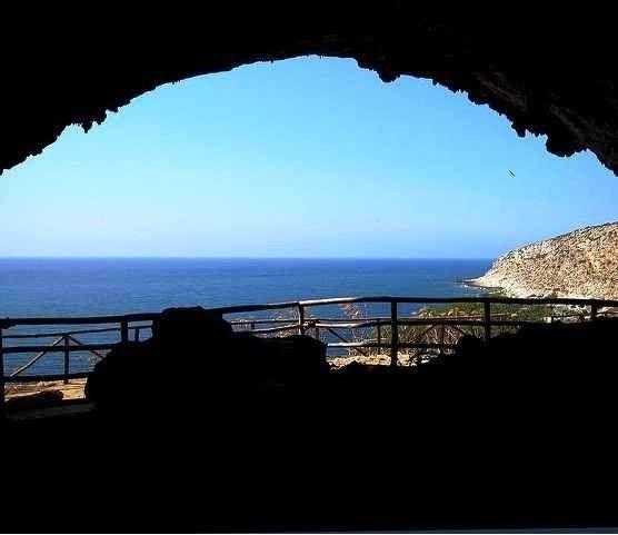 """مغارة """"غروتا ديل جينوفيز""""..واحدة من أفضل الاماكن السياحية في حزيرة ليفانزو الإيطالية.."""