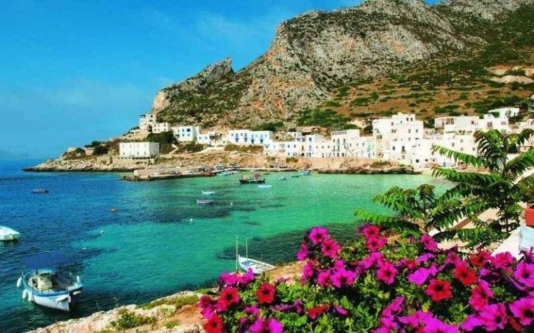 السياحة في جزيرة ليفانزو في إيطاليا..