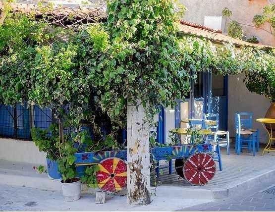 """قرية """"أجياسوس"""" ..واحدة من افضل معالم السياحة في جزيرة ليسبوس اليونانية.."""
