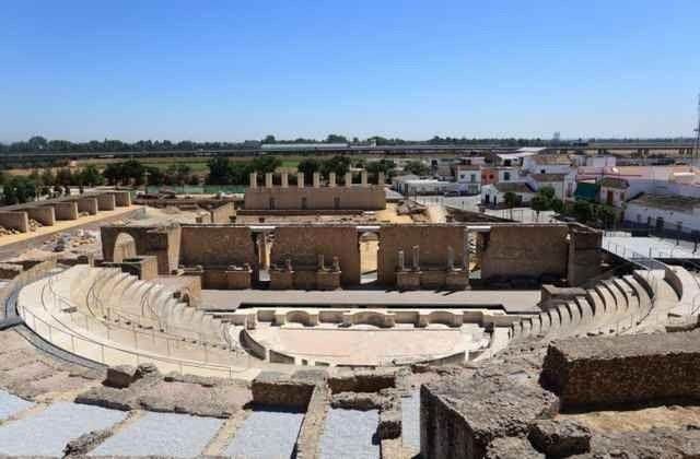 """أفضل الأنشطة السياحية فى """"المسرح الرومانى"""".."""