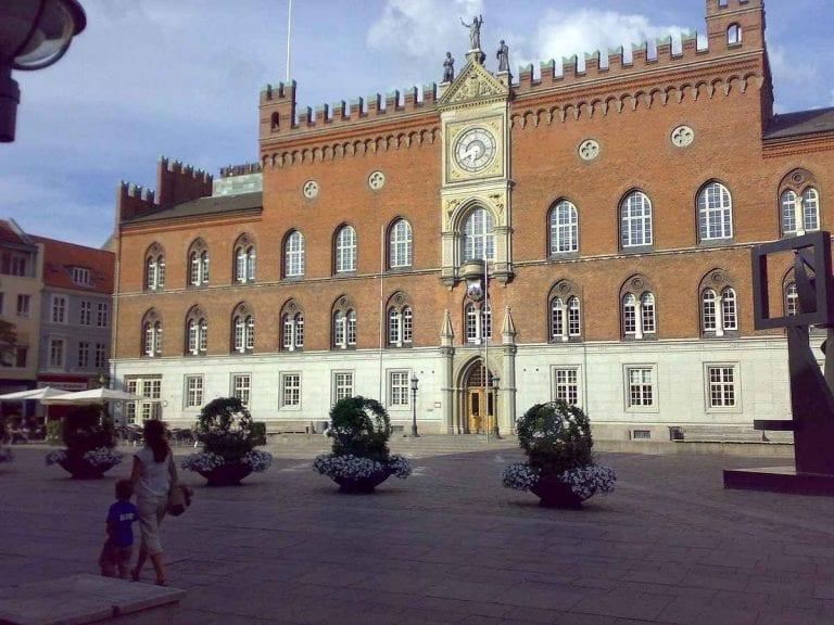 """""""قلعة الفايكنج""""..واحدة من أفضل الاماكن السياحية في أودنسه الدنمارك.."""