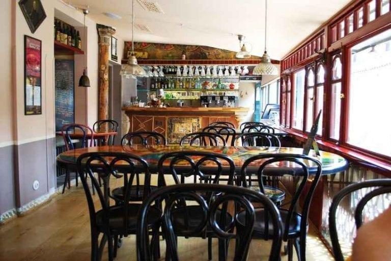 """ مقهى قابريادزا ..""Gabriadze Cafe"