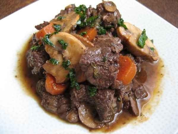 طبق لحم البقر بالبورغيغون ..