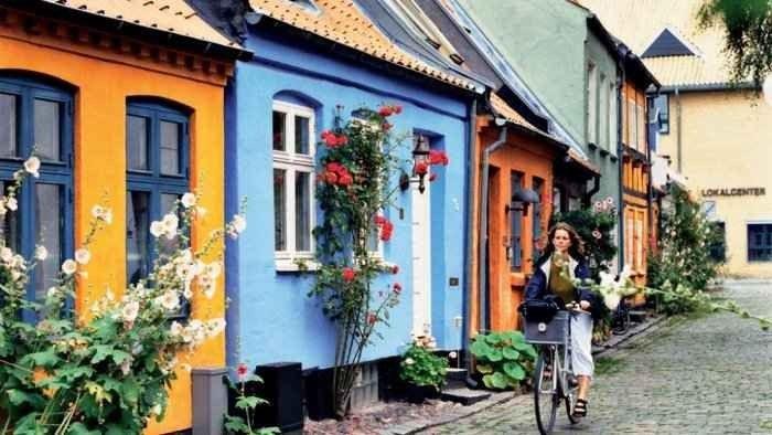 """"""" المدينة القديمة فى آرهوس """".. أهم اماكن السياحة في آرهوس الدنماركية .."""