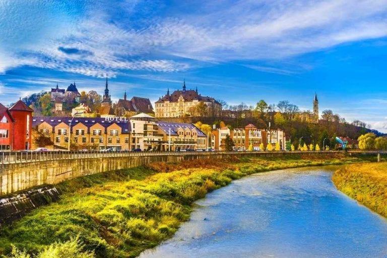 """مدينة """"كلوج""""..واحدة من أجمل الاماكن السياحية في رومانيا ..."""